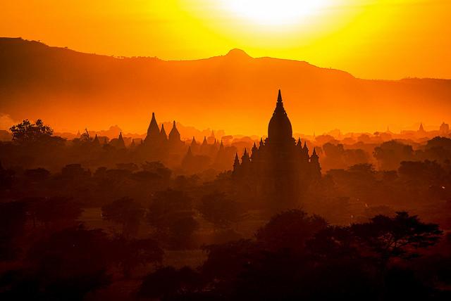 Myanmar (Barma) v hlavní sezóně z Vídně