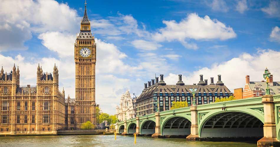 Akce Wizz: Londýn 568 Kč, Dubaj 3651 Kč a další!