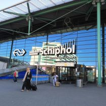 Amsterdam Schiphol (AMS)