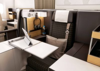 V business class z Amsterdamu do Bangkoku