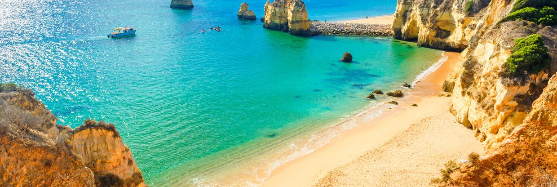 Portugalské Algarve a jeho nádherné pláže: letenky z Vídně